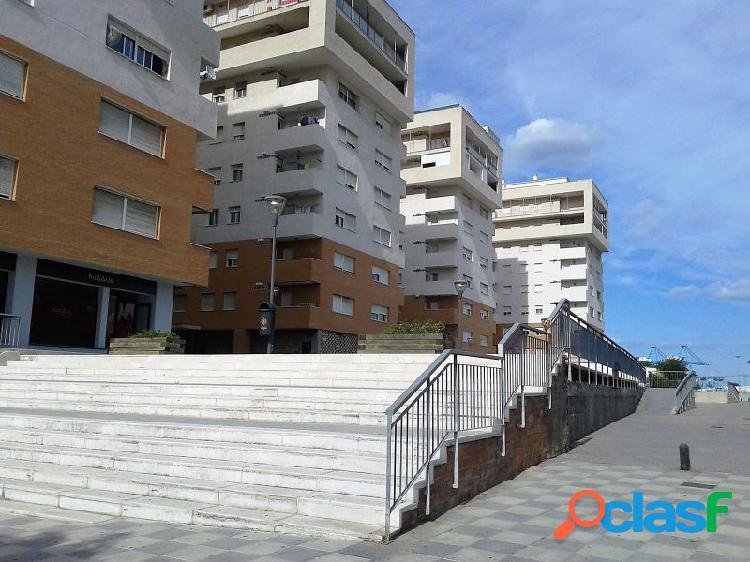 Alquiler de Local con plaza de garaje en zona Corte Inglés.