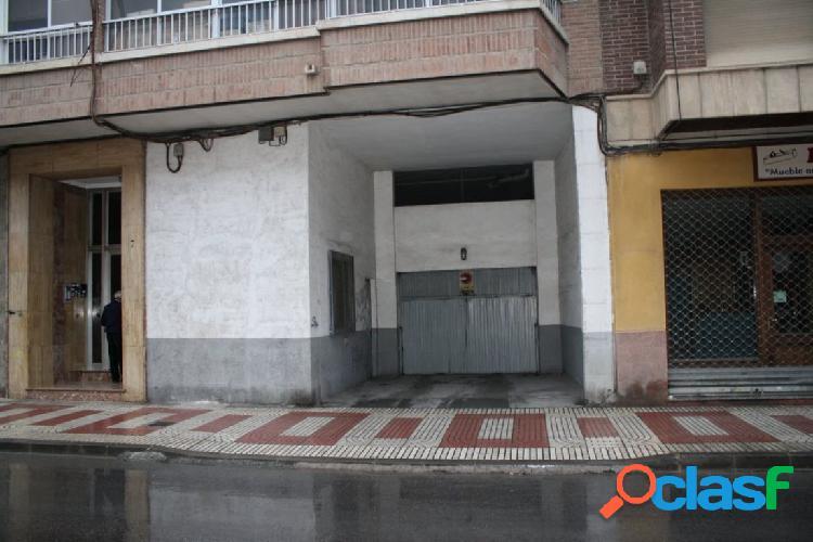 Alquiler de plaza de garaje en Avda. Duque de Tamames.