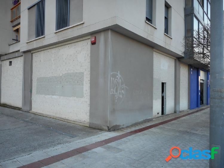 Alquiler local en la calle principal de Sarriguren. En