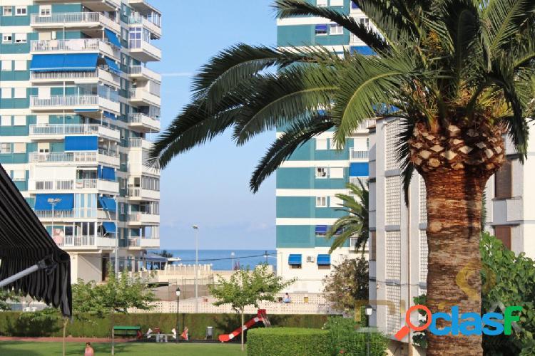 Amplio apartamento, buenas zonas comunes, cerca de la playa