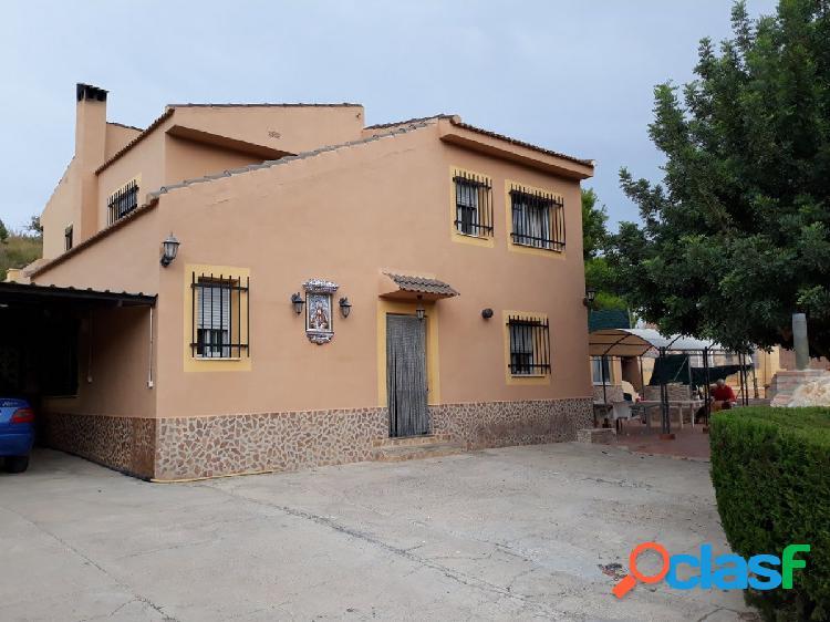 Amplio chalet en venta en Olocau