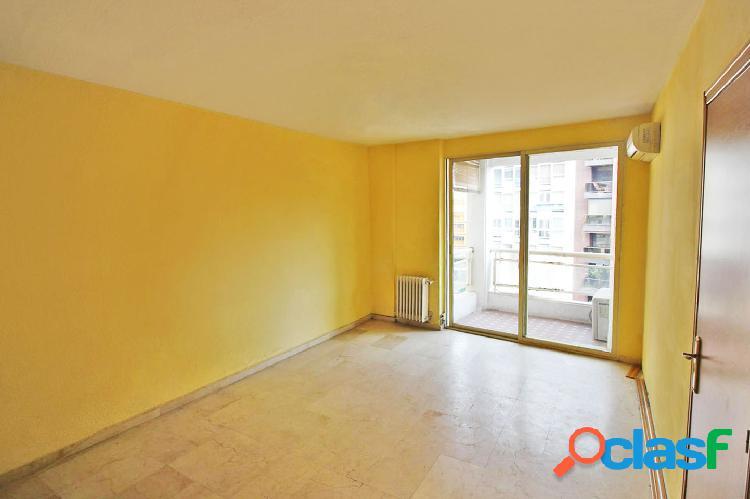 Amplio piso para reformar en el centro de Alicante