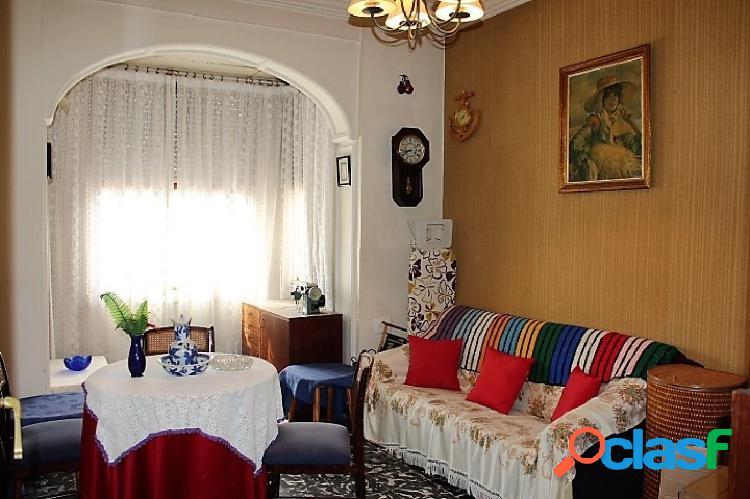 Amplio piso situado en la zona de la República Argentina,