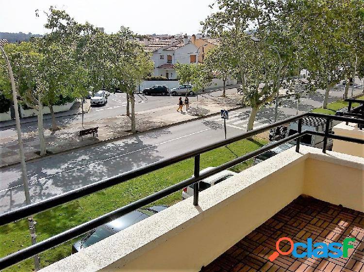Amplio y luminoso piso con terraza y 4 habitaciones en el