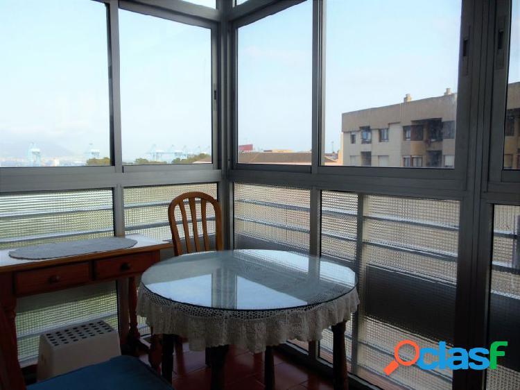 Amplio y luminoso piso reformado con vistas a la Bahía de 3