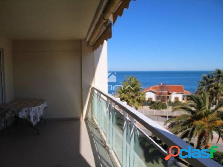 Apartamento con preciosas vistas al mar en la zona del