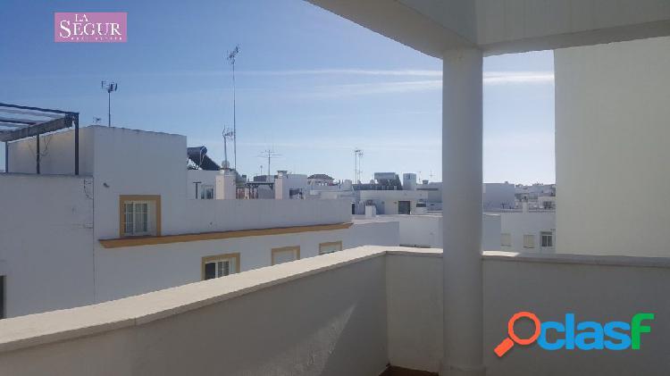 Apartamento con terraza privada y ascensor en Conil de la