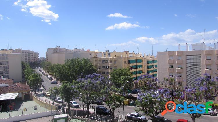 Apartamento de 2 dormitorios en venta en Estepona