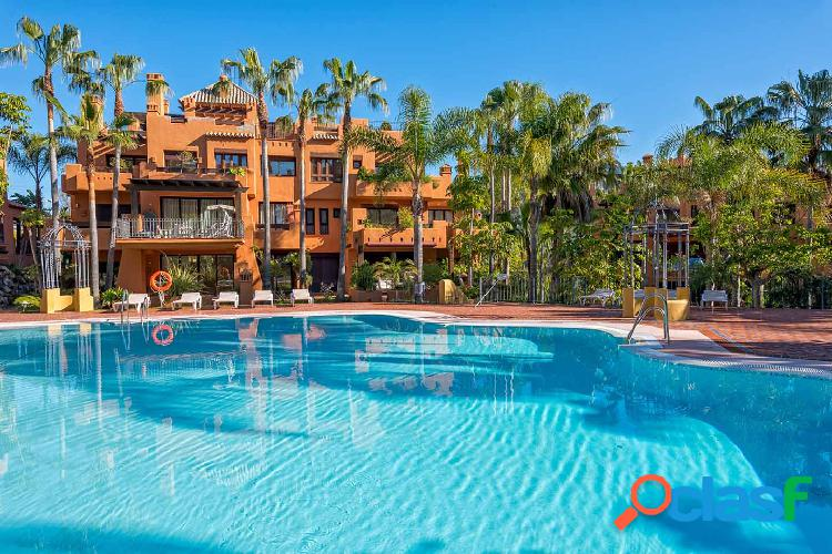 Apartamento en La Alzambra, Nueva Andalucía, Marbella