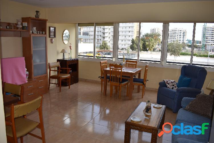 Apartamento en el Pau 5, en urbanización con piscina.