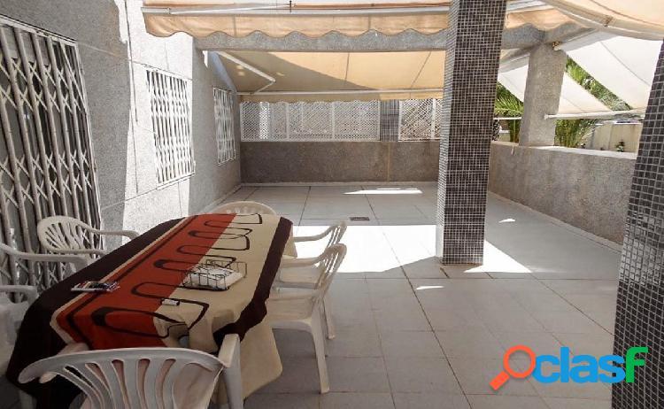 Apartamento en planta baja con terraza gigante en primera