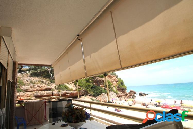 Apartamento en primera línea de mar en la Costa Dorada en