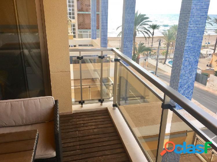 Apartamento moderno con vistas al mar en Playa Muchavista