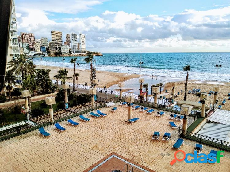 Apartamento reformado en primera linea de playa de Levante