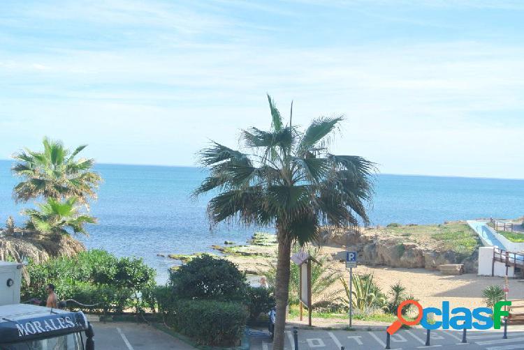 Apartamento situado en primera linea de playa con vistas