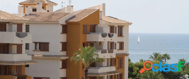 Apartamentos en primera línea de mar en Punta Prima,
