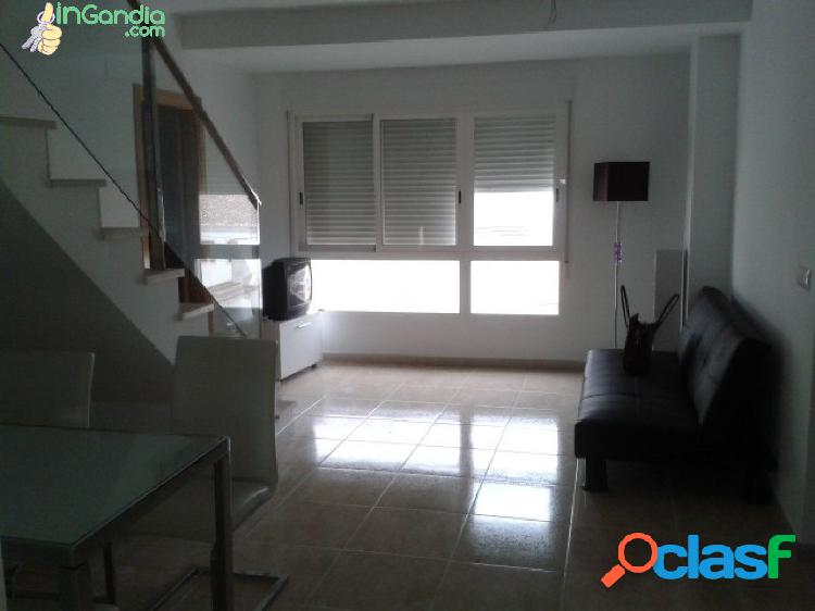 Atico en Beniarjo, de 2 dormitorios, con terraza, semi nuevo