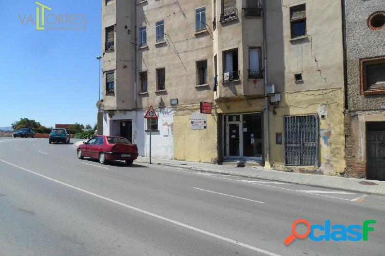 BAJO COMERCIAL EN ZONA CENTRO, ESQUINERO, SALIDA DE HUMOS,