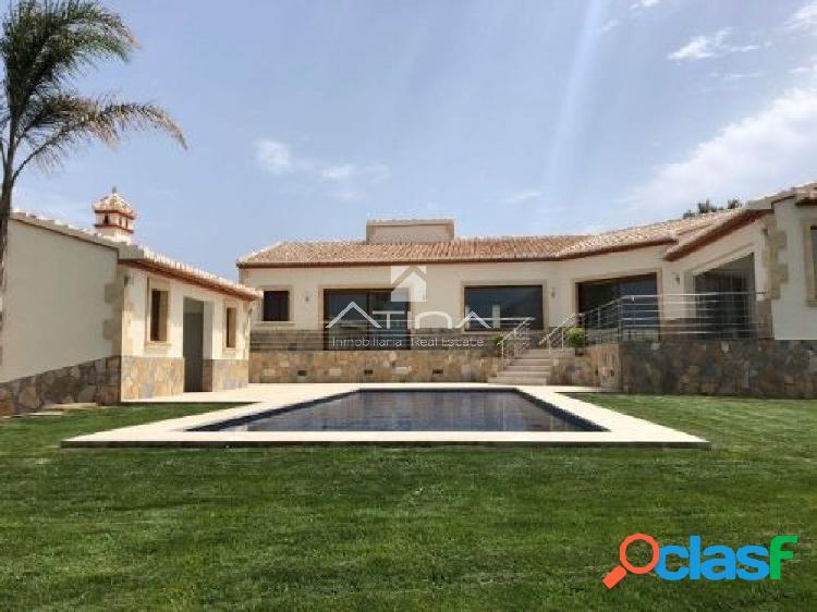 Bonita Casa de estilo mediterráneo en Urbanización la