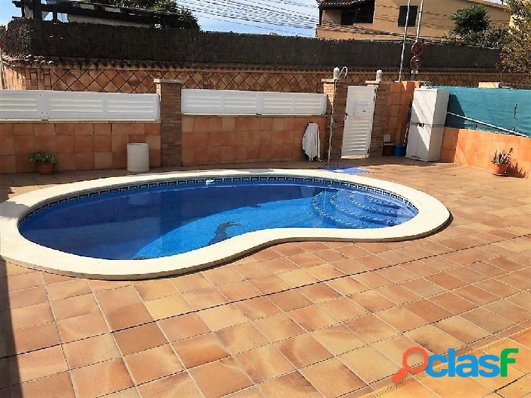 Bonita casa con piscina y excelentes calidades en La