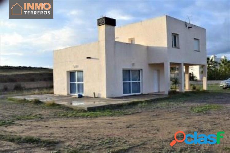 Bonita casa independiente, con terreno de 5000 m2 en el
