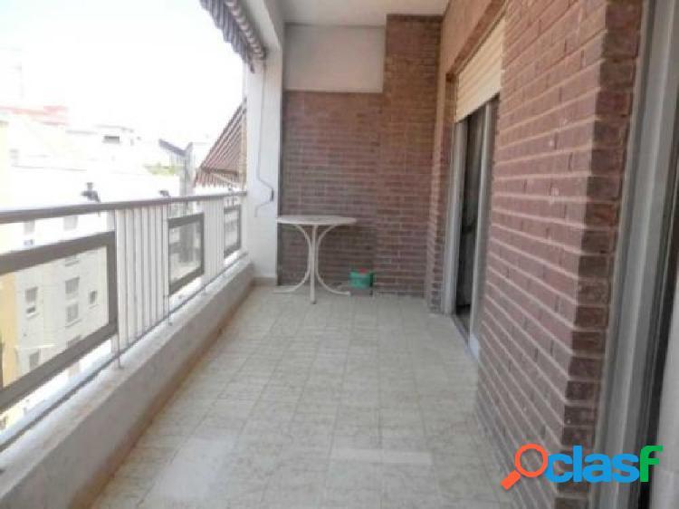 Bonito, amplio y luminoso piso con amplia terraza situado en