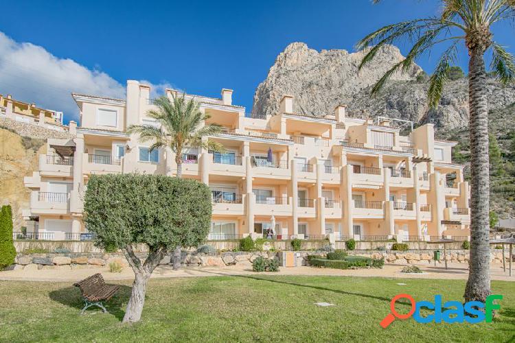 Bonito apartamento de dos dormitorios con vistas al mar en