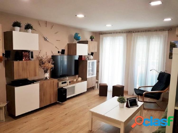Bonito apartamento totalmente reformado en segunda línea de