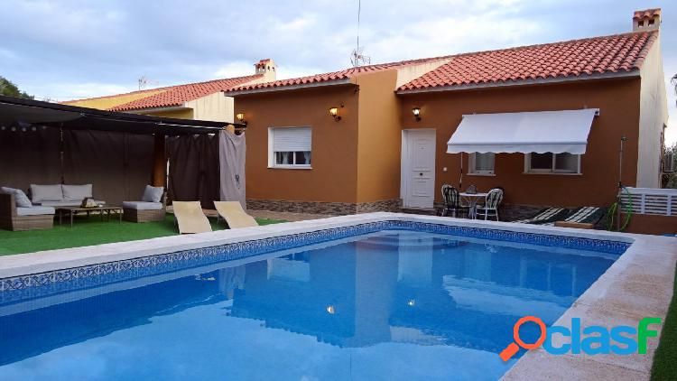 Bonito chalet con piscina privada y vistas al mar en