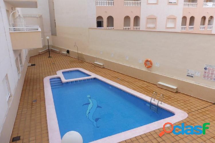 Bonito piso en el centro de Torrevieja con 9 m2 de terraza