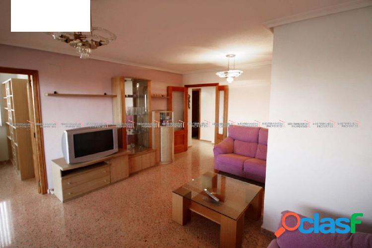 Bonito piso exterior, en urbanización al lado de Gran Vía