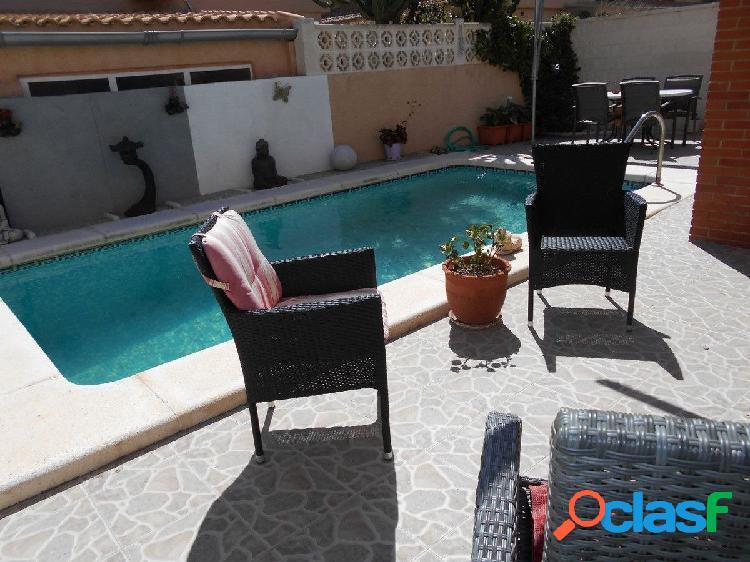 Bungalow con piscina privada en Campello, playa y cala