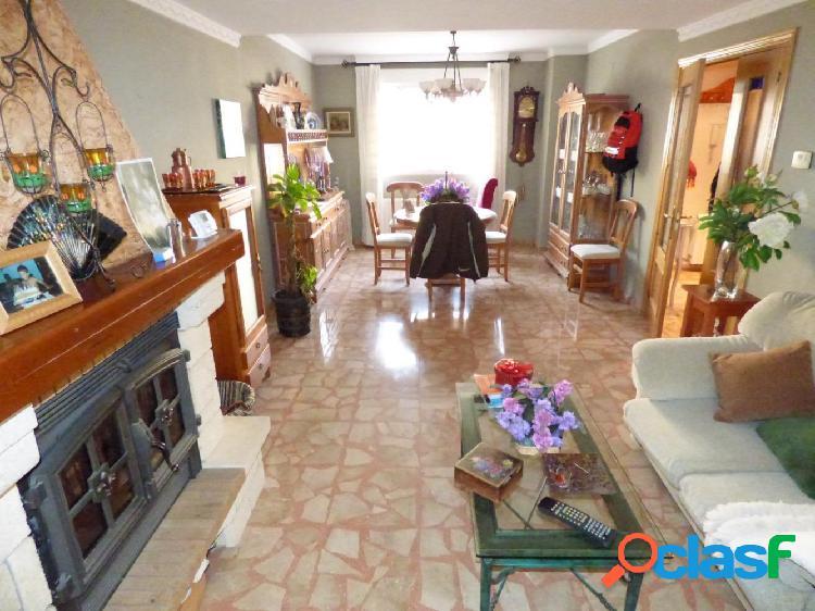 Bungalow situado en San Jerónimo con jardín y terraza en