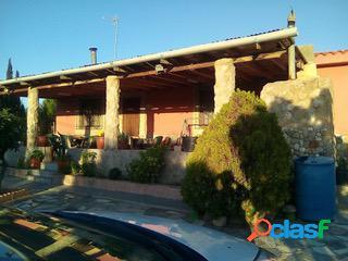 CASA DE CAMPO CON 2.110 M2 DE PARCELA, PISCINA, A 10 KM DE