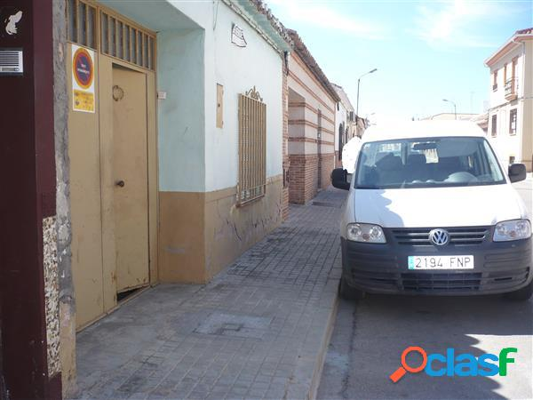 CASA DE PUEBLO EN PLANTA BAJA PARA REFORMAR, 300 METROS DE
