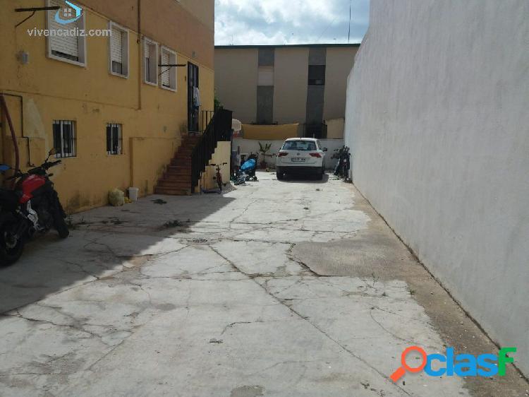 CHALET DE DOS PLANTAS EN LA LAGUNA PARA REFORMAR. CON AMPLIO