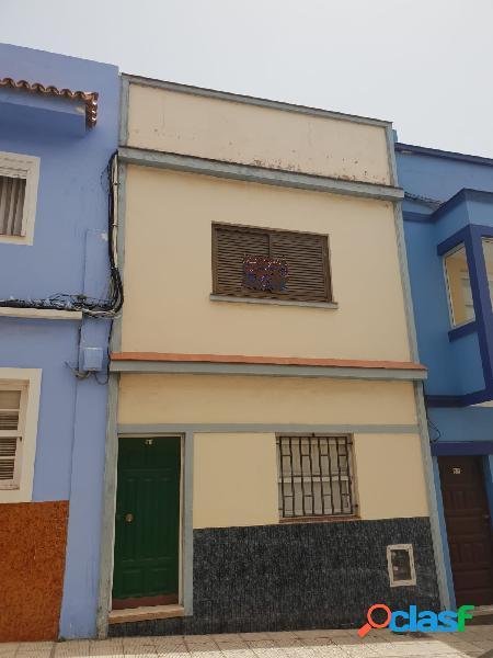 Casa Adosada en Barrio Nuevo