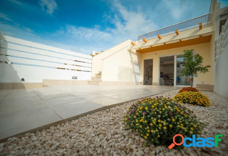 Casa adosada en Ciudad Quesada, Rojales, con jardín y