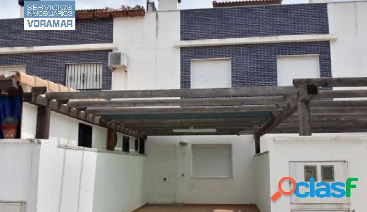 Casa adosada en urbanización Aguamarina