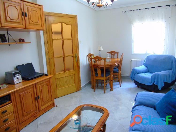 Casa adosada totalmente reformada con 2 dormitorios y
