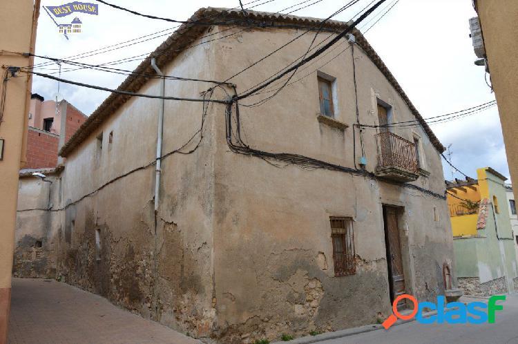 Casa antigua para derribo de 176 m2 en Sant Cugat