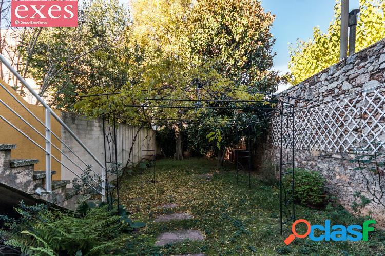 Casa con patio y garaje! Centro de Castellar!