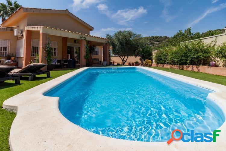 Casa con piscina Mas Alba con licencia turística
