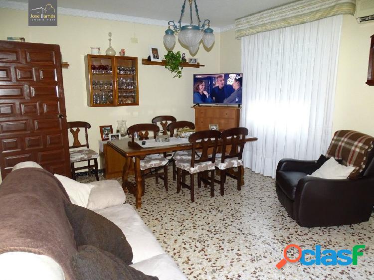 Casa con terreno en Marchena