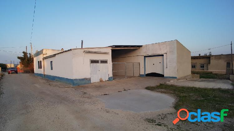 Casa de 178 M2 con garaje y almacenes