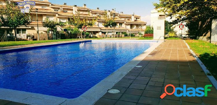 Casa de 236 m2, 5 hab,3 baños, patio de 70 m2,piscina