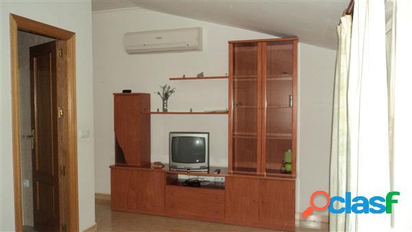 Casa de 280 m/2 cinco dormitorios y tres baños, cocina