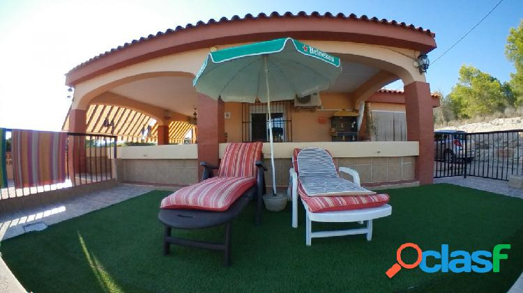 Casa de Campo con 3700 m2 de parcela, 3 dormitorios y