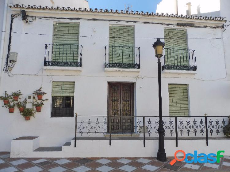 Casa de Pueblo a reformar en el centro de Benalmádena