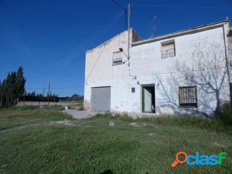 Casa de campo en carretera Monónvar-Pinoso, rústica, con